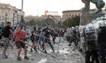 Bitwy w policją na ulicach Belgradu. KE: użycie siły musi być proporcjonalne