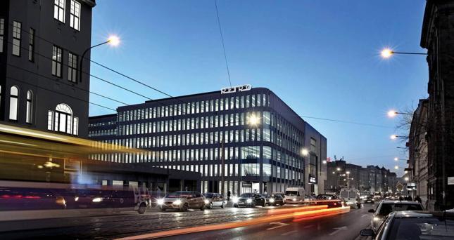 Biurowiec Retro Office House, jeden z czterech przeznaczonych na sprzedaż, stoi we Wrocławiu u zbiegu ulic Piłsudskiego i Komandorskiej