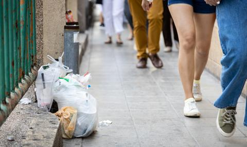 Nawet 5 tys. zł za wyrzucenie papierka. Resort klimatu chce wyższych kar za śmiecenie
