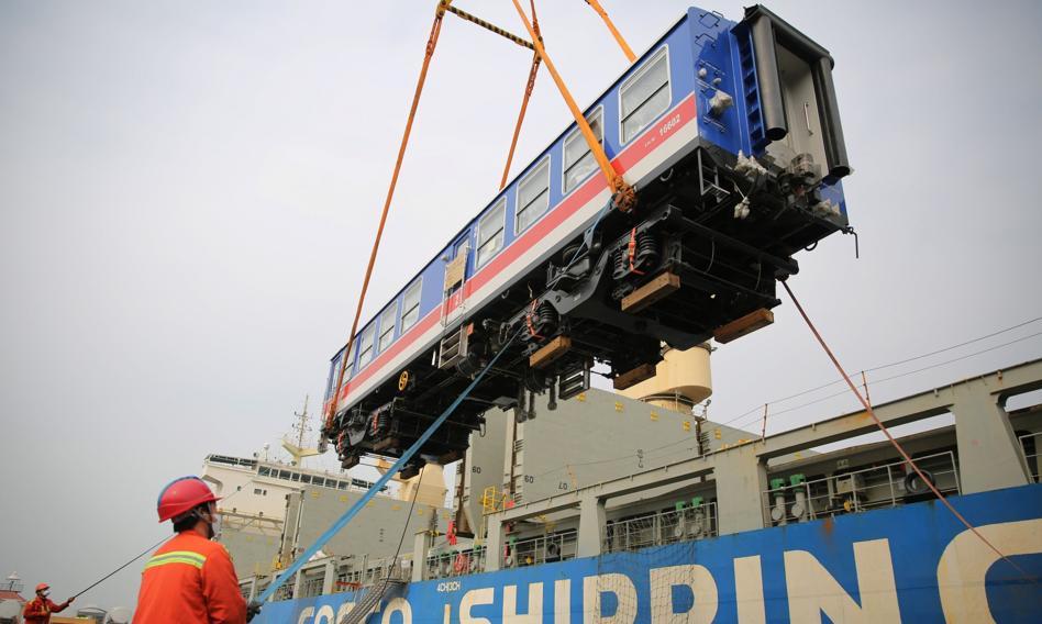 Średni koszt transportu towarów z Chin do Europy wzrósł nawet o 600 proc. [Analiza]