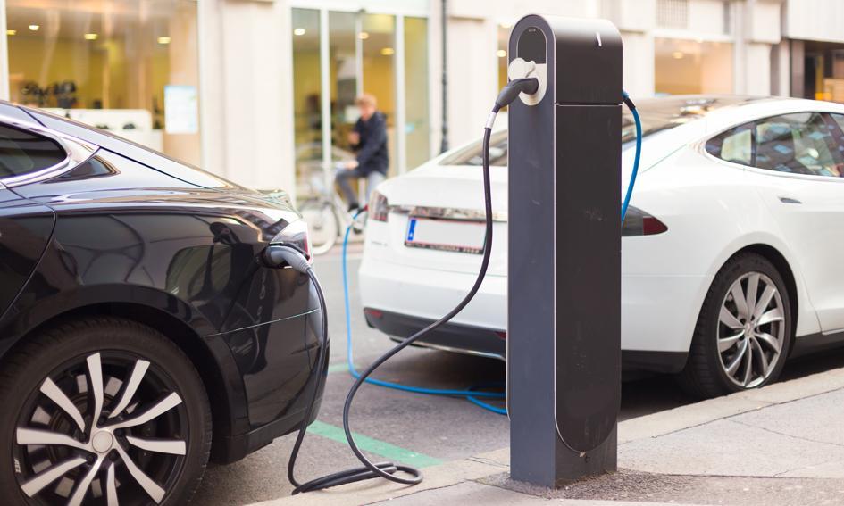 BMW, Daimler, Ford i Volkswagen uruchomią sieć stacji dla pojazdów elektrycznych