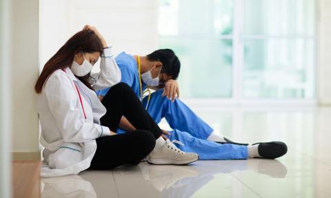 Wynagrodzenie zasadnicze lekarzy stażystów w górę