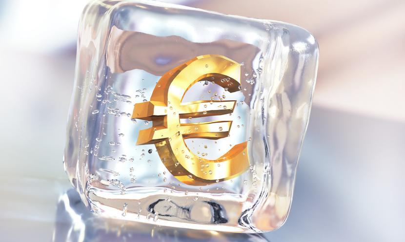 Kurs euro pozostaje w konsolidacji. Funt poniżej 5 zł