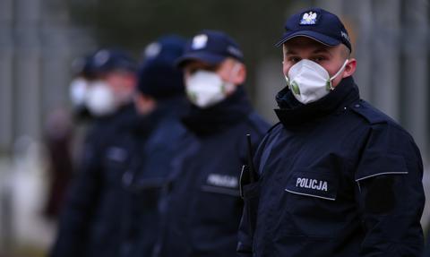 Polacy popierają kary za brak maseczek