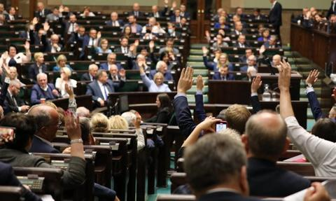 W piątek Sejm wznowi obrady, zajmie się projektem ws. zatrudnienia medyków spoza UE