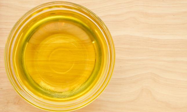 Olej palmowy stosuje się przy produkcji słodyczy i fast-foodów