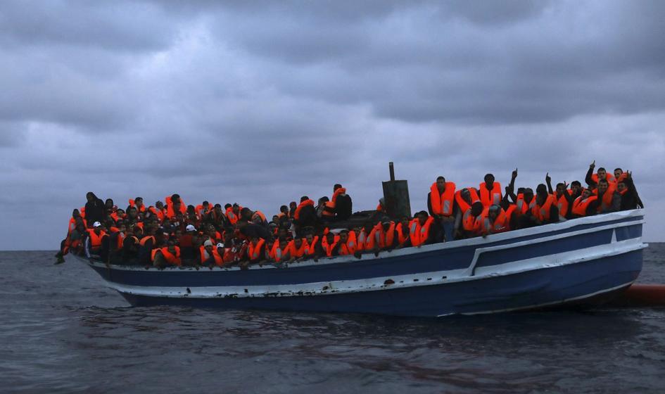 Statek NGO ze 180 migrantami płynie w stronę Sycylii