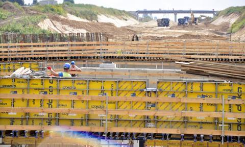 Deloitte: Spadły przychody największych 15 spółek budowlanych