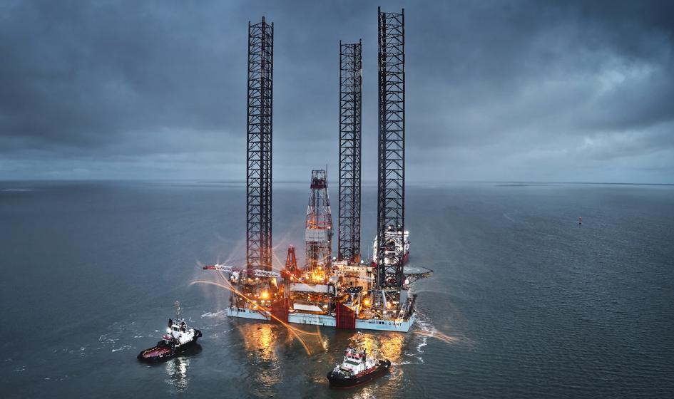 Cena ropy w USA lekko spada, wariant delta i rosnący popyt w tle