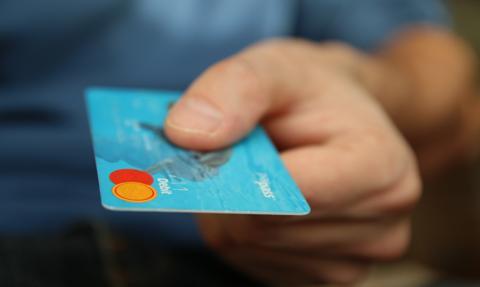 51-latka robiła zakupy cudzą kartą płatniczą