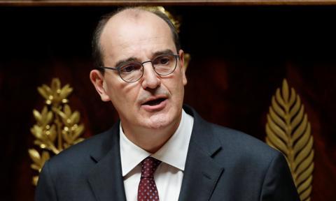 Premier Francji pozwany przez grupę osób dotkniętych Covid-19