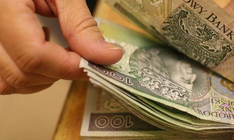 MON zaproponował pracownikom cywilnym 300 zł podwyżki i 1000 zł premii w 2019 r.