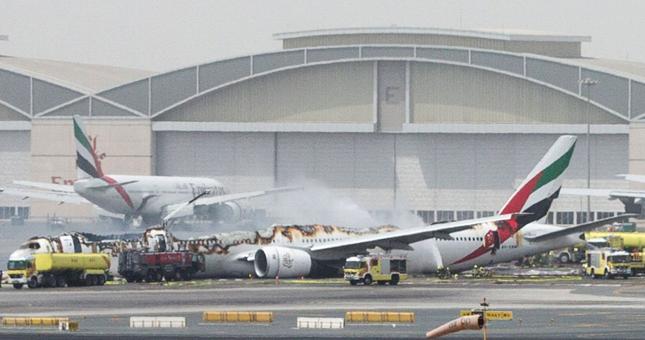 Pożar samolotu linii Emirates na lotnisku w Dubaju