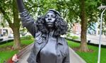 Na cokole obalonego pomnika w Bristolu ustawiono posąg demonstrantki z BLM