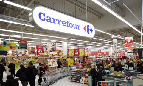 Carrefour inwestuje we franczyzę