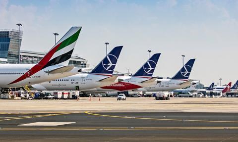 Projekt: rząd do 8 grudnia br. chce przedłużyć zakaz lotów międzynarodowych