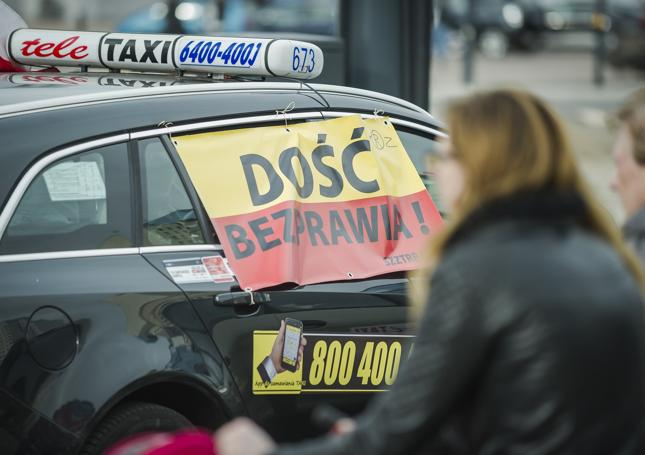 Taksówkarze idą na wojnę z Uberem