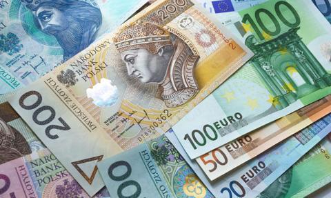 Złoty pozostaje słaby. Kurs euro powyżej 4,50 zł