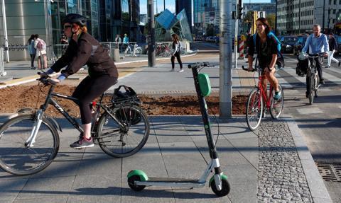 Tablice rejestracyjne dla rowerów i hulajnóg elektrycznych – petycja trafiła do rządu