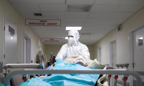 Coraz mniej miejsc w szpitalach dla pacjentów covidowych