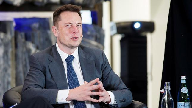 - Jesteśmy spółką tracącą pieniądze. To nie to samo, gdybyśmy byli chciwymi kapitalistami, którzy decydują się na cięcia budżetu na bezpieczeństwo tylko po to, żeby wypracować większy zysk i zapewnić inwestorom dywidendę – powiedział Elon Musk
