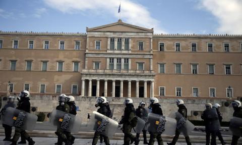 Godzina policyjna w Atenach i Salonikach