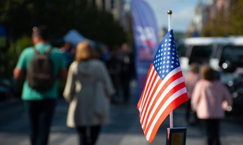Niektóre amerykańskie firmy okradają pracowników na miliony dolarów. Raport Associated Press i Center for Public Integrity