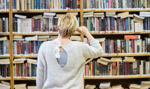 W czasie pandemii Polacy chętniej sięgają po książki. Więcej i częściej czytają dzieci niż dorośli