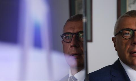 Giertych oskarża rząd o korupcję w sprawie Leszka Czarneckiego. W tle Michał Krupiński, Adam Hofman i... TVN24