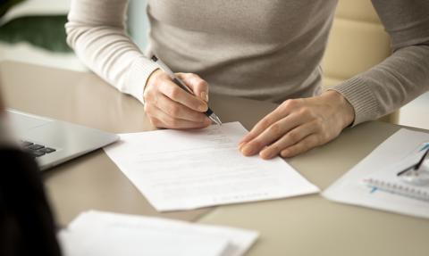 63-latka sfałszowała testamenty - miała dostać 100 tys. funtów i mieszkanie