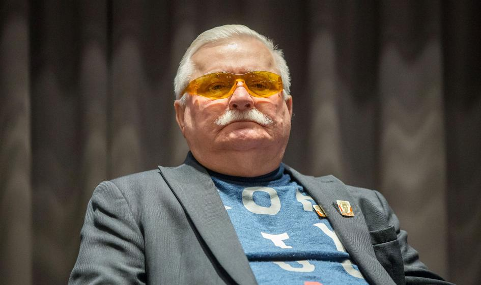 Lech Wałęsa szuka pracy przez internet, bo jest bankrutem