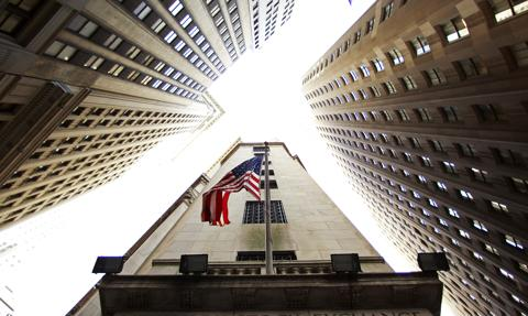 Zapaść rynków wschodzących i spadki na Wall Street