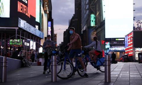 W Nowym Jorku wzrasta liczba młodych osób zakażonych Covid-19