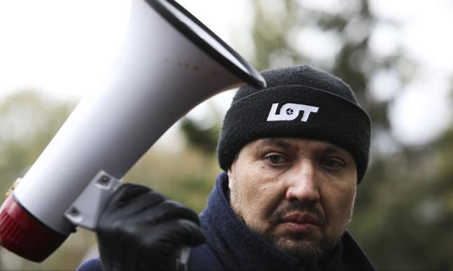 Związkowcy zarzucają PLL LOT łamanie praw pracowniczych