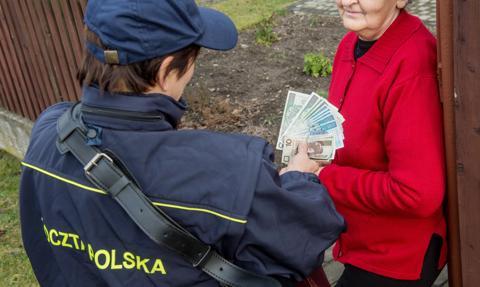 Poczta Polska dostarczy emerytury przed świętami