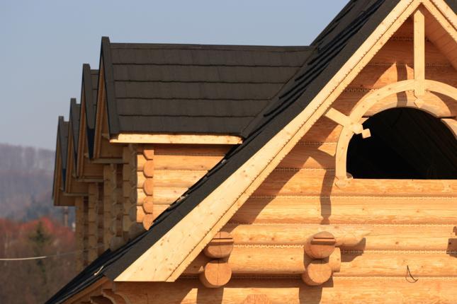Dom drewniany kontra murowany – wady i zalety
