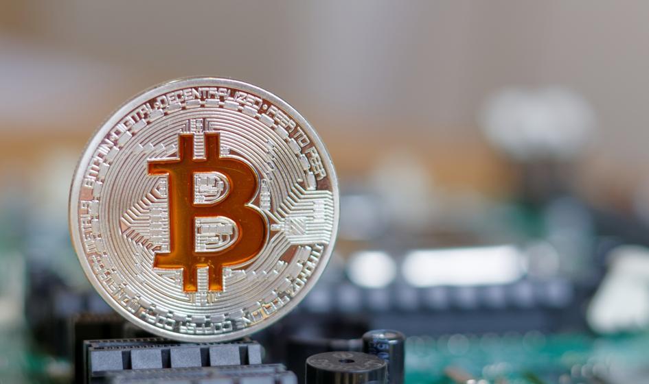Rozhuśtany weekend bitcoina. Nowe minima i silne odbicie