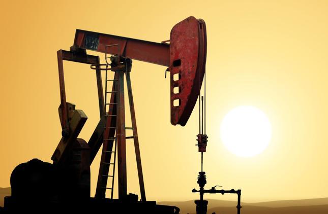 """Ropa coraz tańsza. W OPEC bez zgody, a w poniedziałek spotkanie """"last-minute"""""""
