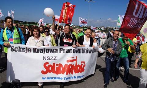 Strajk pracowników handlu. Nierówności płacowe, braki kadrowe i praca w niedziele