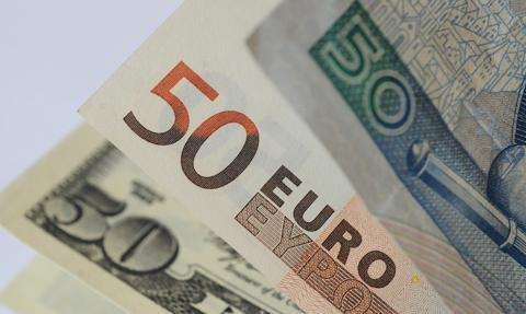 Kurs euro dotknął 4,60 zł. Dziś wieczorem Fed