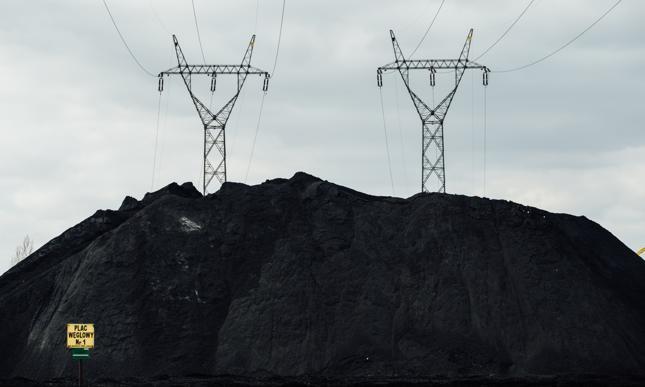 Problem wzrostu kosztów produkcji energii jest realny, jednak sposób w jaki do niego podchodzi ME jest absurdalny