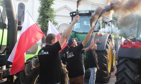"""""""Wara od rolników"""". Race i obornik na koniec protestu Agrounii"""