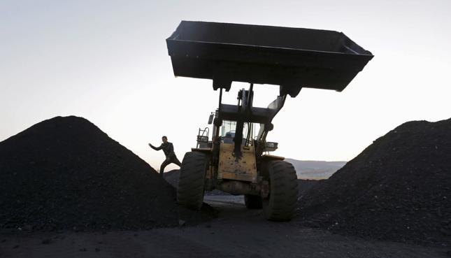 Wydobycie węgla spadnie do ok. 65 mln ton, poprawa cen w 2017 r.