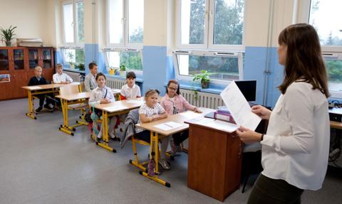Dodatek dla nauczycieli klas I-III i dla opiekunów w przedszkolach. Postulat oświatowej Solidarności