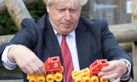 Johnson: Mimo restrykcji epidemicznych Święty Mikołaj może przyjechać
