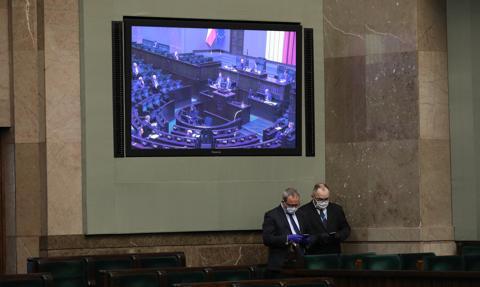 Zdalne posiedzenia Sejmu bezterminowo. Klub PiS złożył projekt