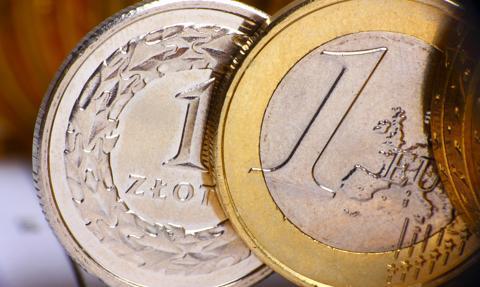 Kurs euro zmaga się z barierą 4,48 zł. Frank najdroższy od maja