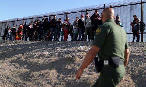 Kolejna karawana migrantów, głównie z Hondurasu i Ameryki Środkowej, zmierza do USA