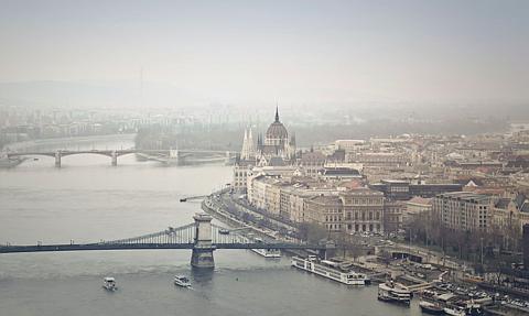 Na Węgrzech obostrzenia przedłużone do 1 marca