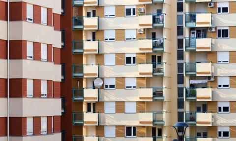 Gotówka i negocjacje cenowe. Tak kupują mieszkania Polacy